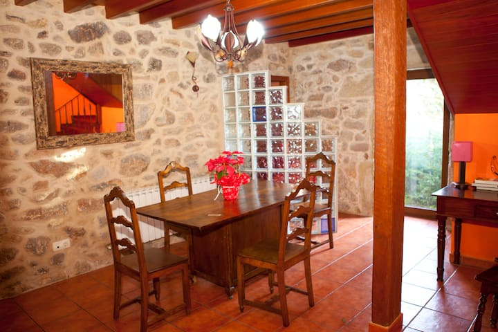 Tucho - Large stone house near to beach