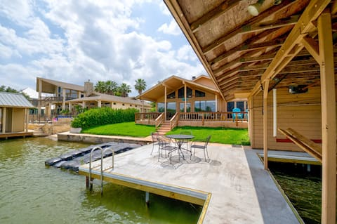 Lake LBJ Waterfront House w/ Private Boat Slip and Perfect for Family Getaways