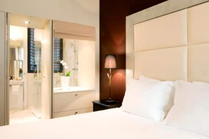 Stylish Air-conditioned  StudioSuite Grand Place 2