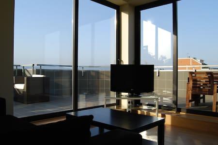 Penthouse apartment with large terr - Santa Perpètua de Mogoda - Wohnung