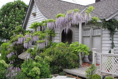 Lake Union Cottage - Shore and Cityview - Seattle - Bed & Breakfast