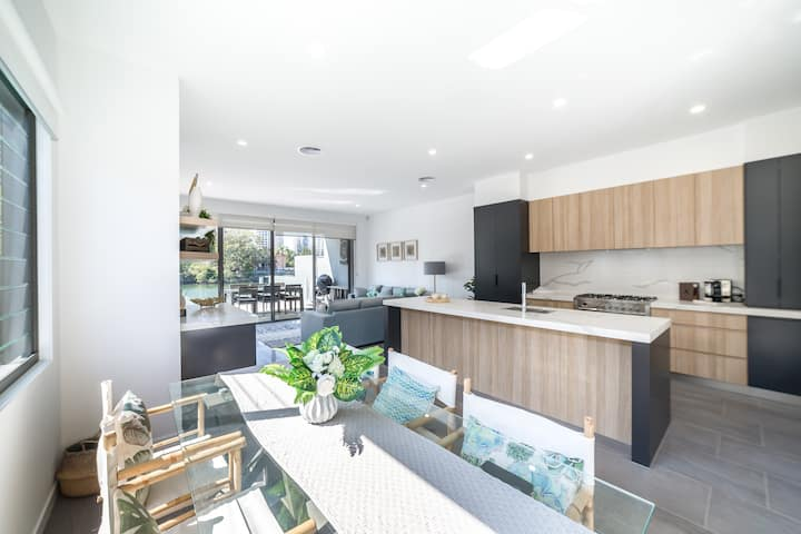 Family Waterside Home Surfers Paradise★Plunge Pool