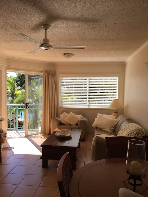 Very comfortable waterside apartment at beautiful Shingley Beach.