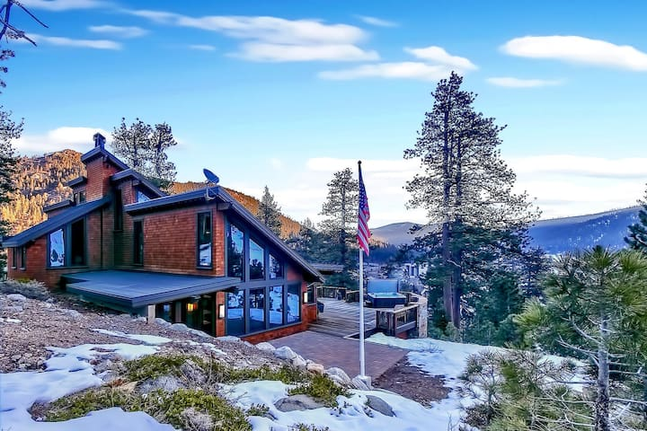 Bronson by AvantStay | Sleeps 17! | Luxurious Squaw Valley Home On The Slopes!