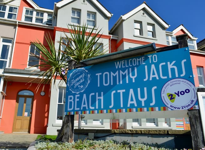 1 Bedroom Contemporary Beach Stay, Pet Friendly