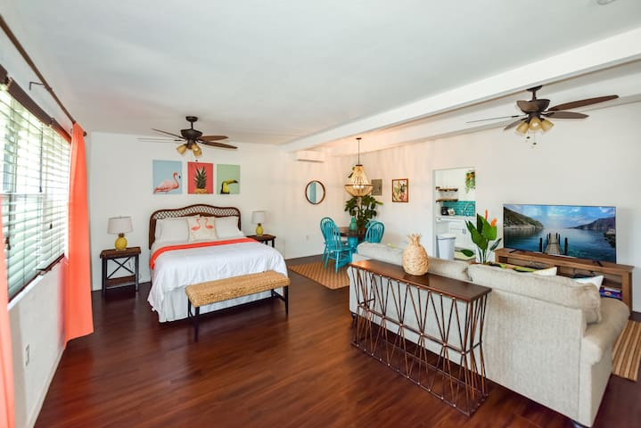 Beautifully Renovated Studio for 4, Close to Beach