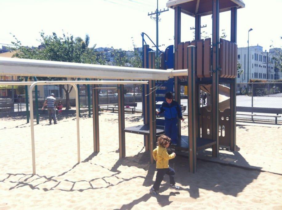 Potrero Hill semtinde Jackson Playground; tennis court adlı yerin fotoğrafı