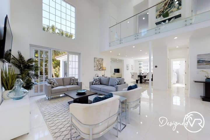 BEAUTIFUL HOLLYWOOD BEACH 4B/R home w/ POOL