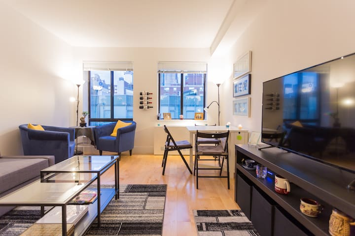 Large NYC room billionaires row 5 min CentralPark!
