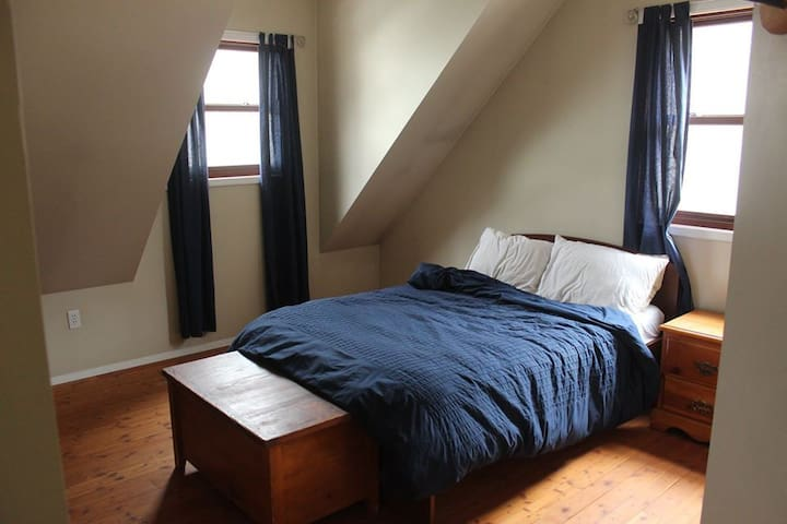 Room in Field, BC. Monthly Rental