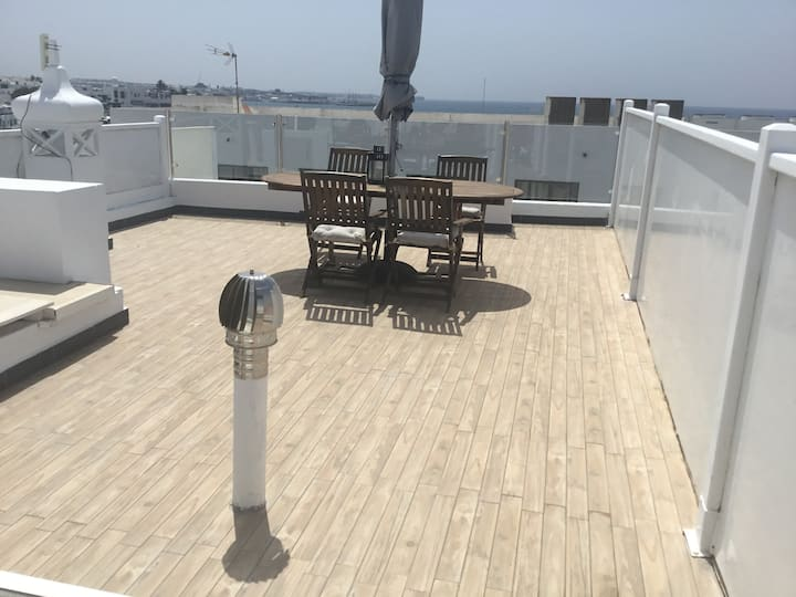 Ocean view, roof top terrace 2 bed apartment