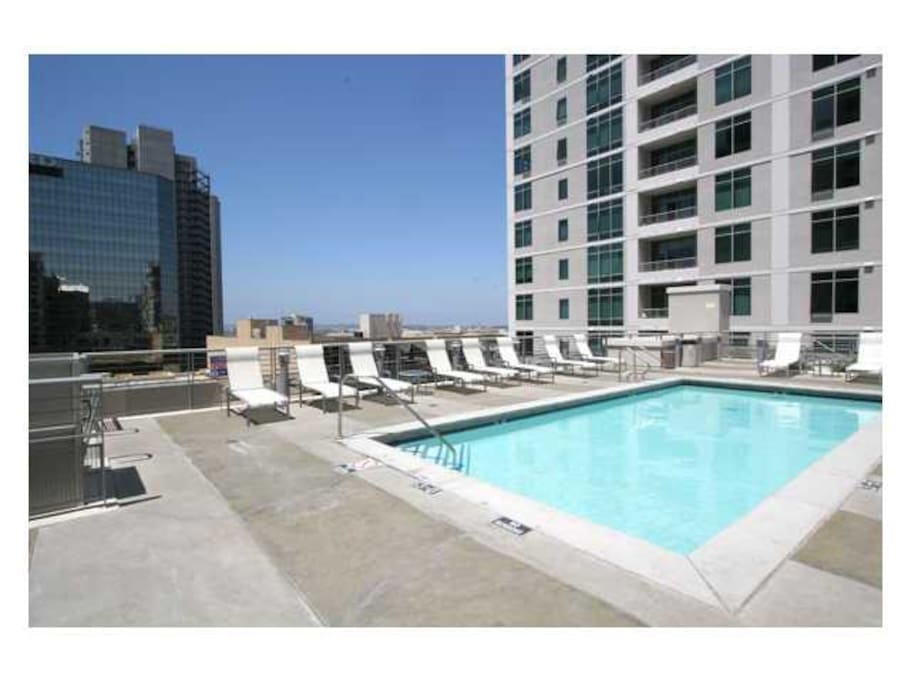 Roof top pool, jacuzzi, bbq area