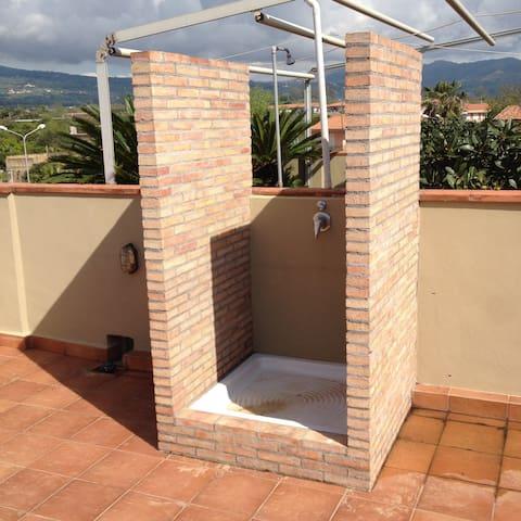 Particlare doccia in terrazza