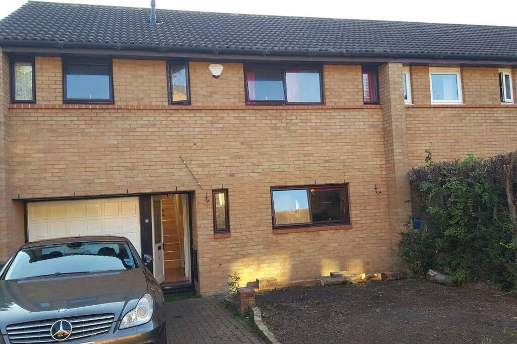 End of terrace clean and tidy 4 Bedroom House, Oldbrook, Milton Keynes. 10 Minutes walk to all amenities.