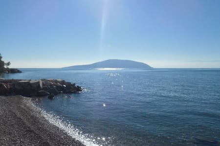 Γκαρσονιέρα με θέα στη θάλασσα Ιρια Ναυπλίου