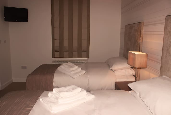 Room 11. Twin Room Ensuite With Aircon