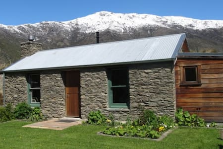 Historic Warbrick Stone Cottage - Gibbston - Cabanya
