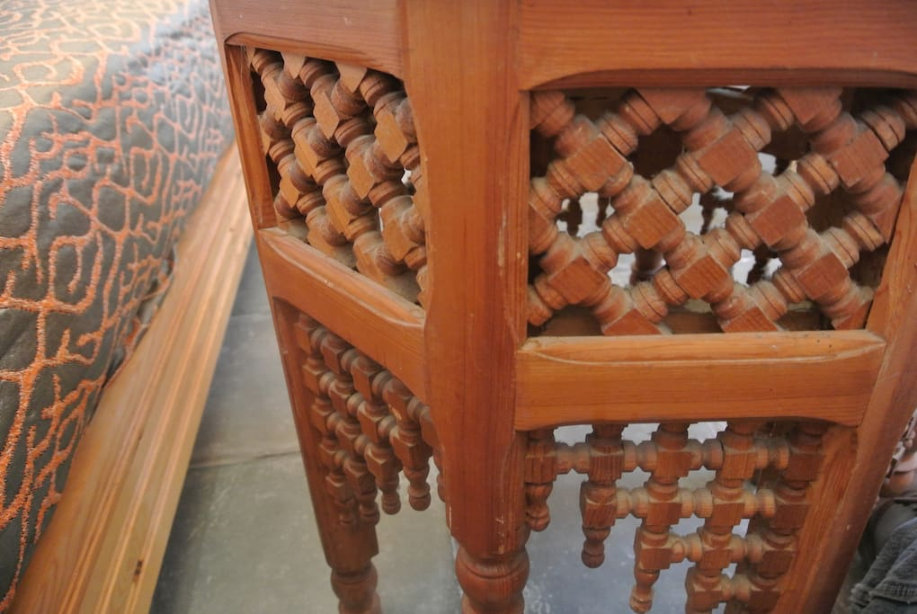 Tarifa Casa Braille 40 > Moroccan table and couch