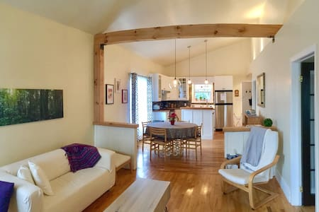 Beautiful open concept house near the Zoo