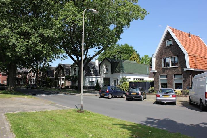 Luxe en gezellig huis vlakbij centrum Hengelo OV - Hengelo - Stadswoning
