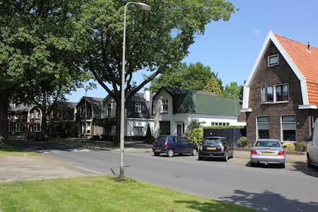 Luxe en gezellig huis vlakbij centrum Hengelo OV - Hengelo - Reihenhaus