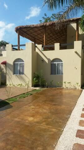 Habitación privada a 750 m de la playa.