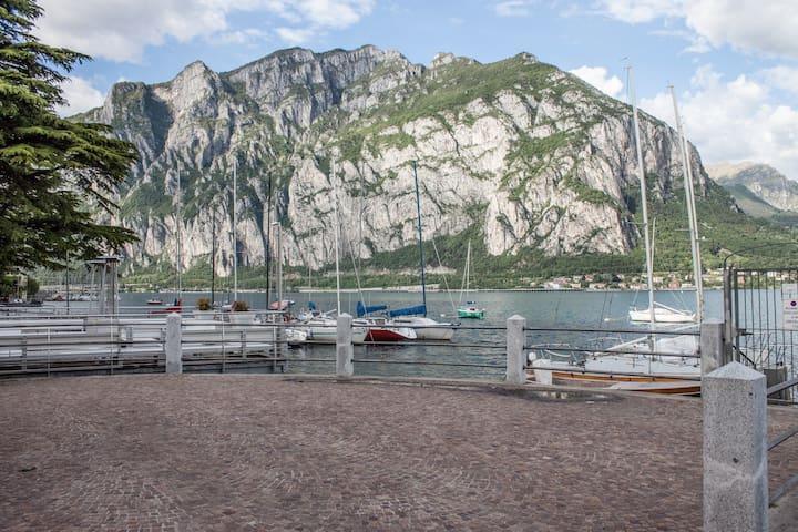 Lecco Lake Como. Lakefront w/garden - Valmadrera - Huis