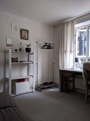 Spacious room full of light in lovely Hackney