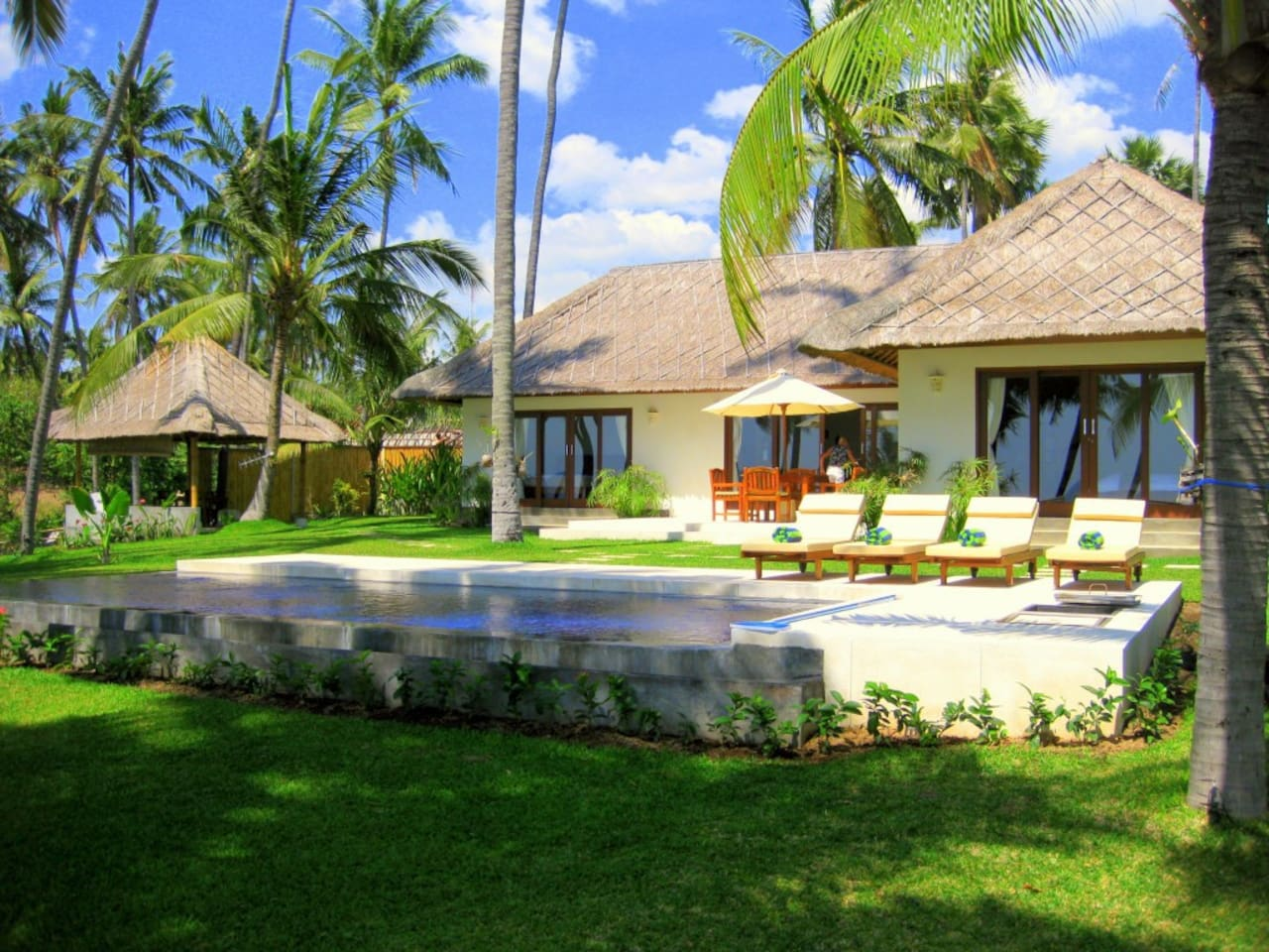 Villa Pantai absolute beach front and private location with swimming pool