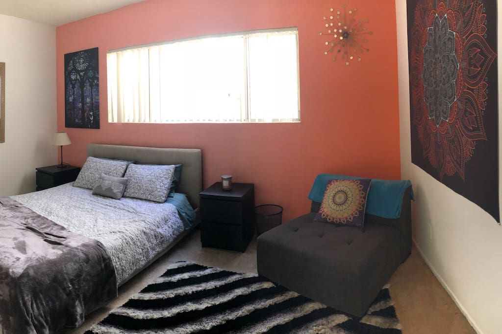 Master bedroom has queen sized, very comfortable tempurpedic mattress, cozy seating and large flat screen tv. Also has own private bathroom.