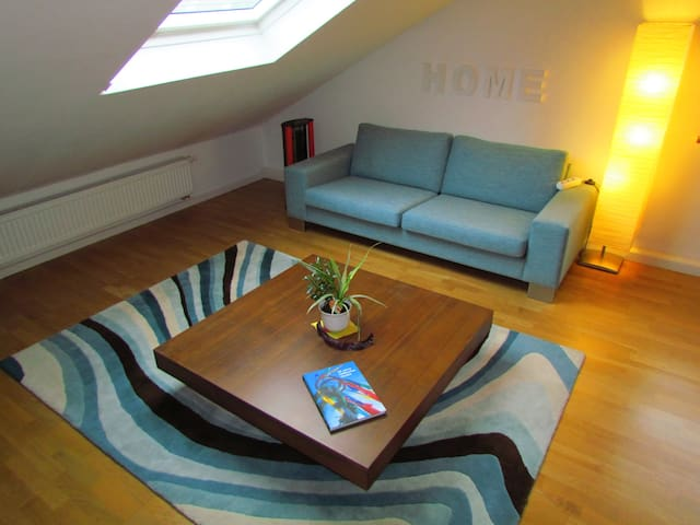cozy attic apartment near Stuttgart - Fellbach - Appartement