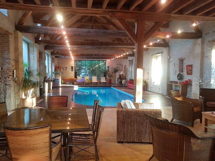 Logement de standing avec piscine intérieure