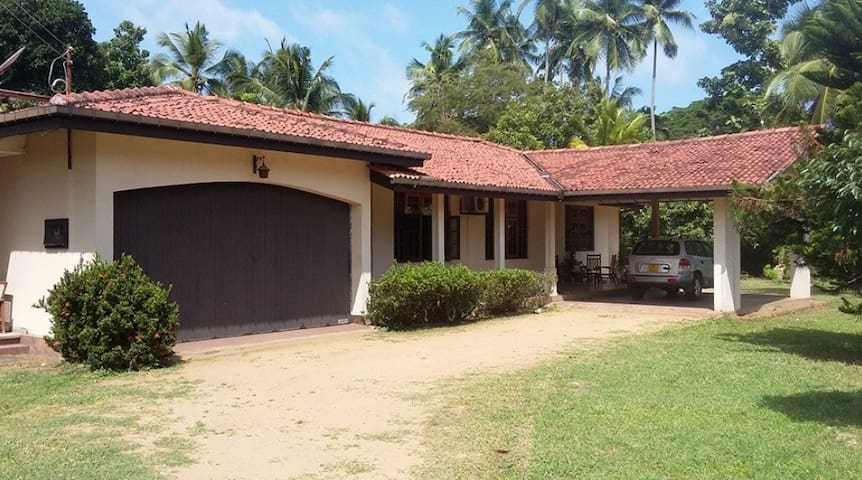 Spacious Bungalow in Paradise ( near AirPort ) - Welisara - Bangalô