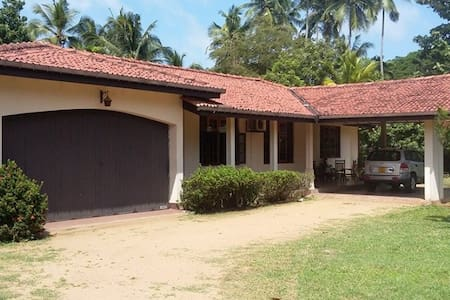 Spacious Bungalow in Paradise ( near AirPort ) - Welisara - バンガロー
