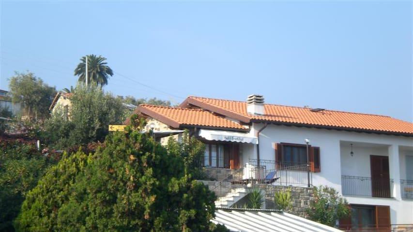villa collinarevista sul mare  - Sanremo - Bed & Breakfast