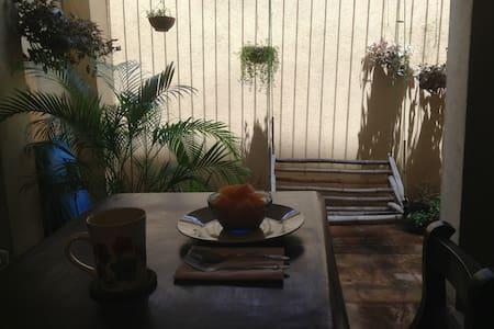 La Terraza Cozy Garden Apartment