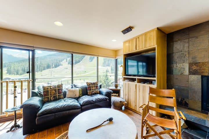 Lovely, family-friendly condo w/ski & mtn views, wood fireplace - walk to lifts!
