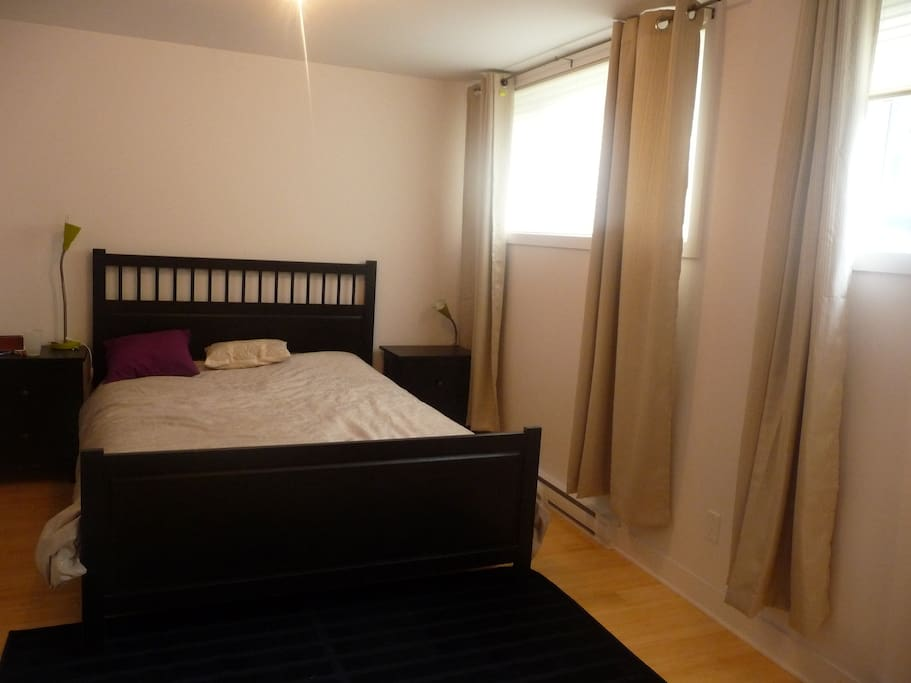 Master Bedroom with queen size bed & walk-in closet available ( will be empthy when you get there )