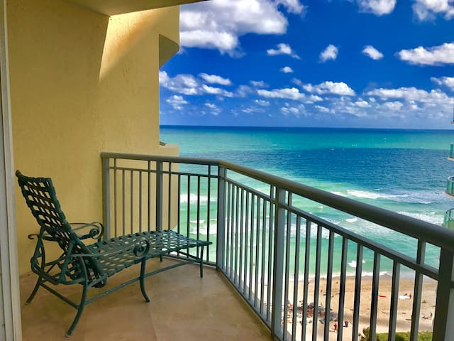 Beautiful OceanFront Beach Resort 1 Bedroom for 4