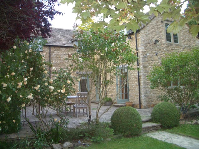 Self-isolation in comfort in a Cotswolds village