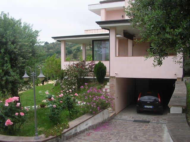 Villa su due piani tra gli ulivi - Agropoli - Villa