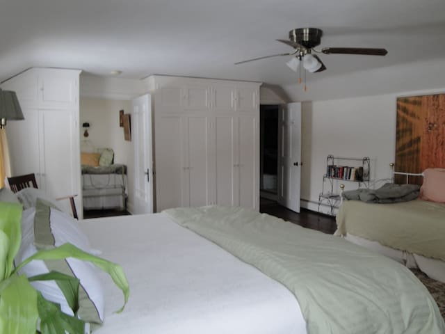 The Manor Suite can comfortably accommodate up to 5 people.