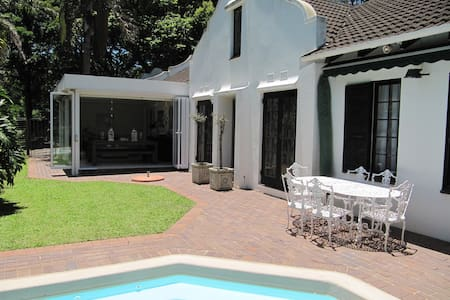 Christie's B&B - Pinetown - Bed & Breakfast