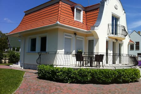 best place in Balaton, house t rent - Balatonudvari - Huis