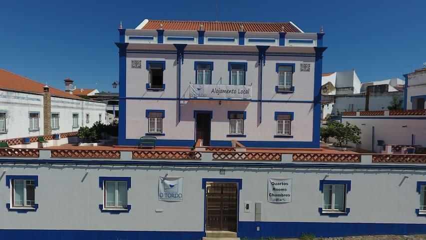 Alojamento local numa casa de 1855 - Torrão, Setúbal, PT - Bed & Breakfast