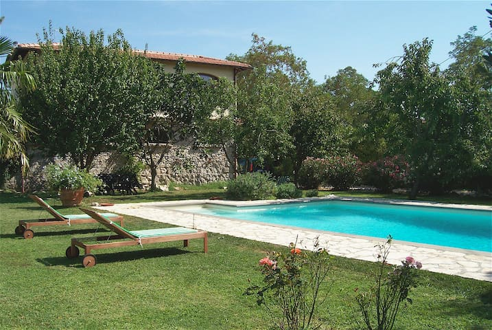 Stone Country house with private pool (6 x10 mt)