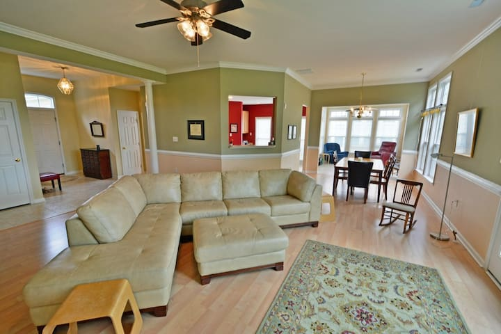 Stunning single family home close to everything!