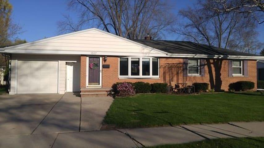 House with modern charm close to Lambeau Field