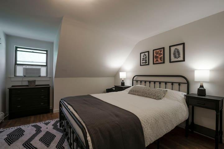 Second bedroom with new Queen bed