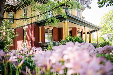 The Painted Lady Bed and Breakfast- Master suite